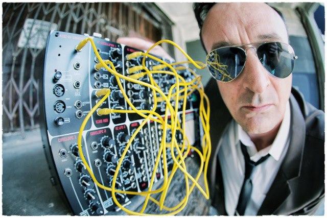 Joolz & his wires
